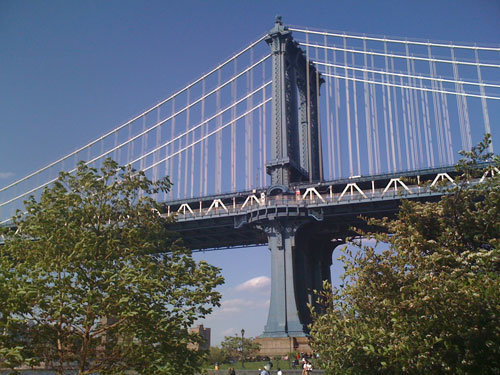 to the Manhattan Bridge....a on a windy day with a shaky camera...